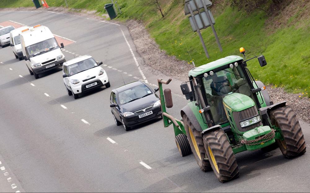 traktor trafikte kullanim